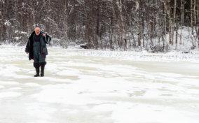 рыбалка на зимнем лесном озере